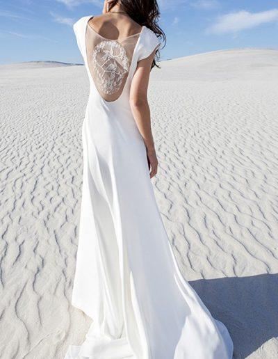Sobriété d'une robe de mariée avec un dos de dentelle Diva Toulouse